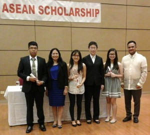 Randmar together with other Filipino students selected to benefit from the ASEAN Scholarship.